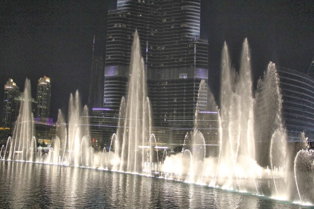 Поющие фонтаны в Дубае (The Dubai Fountain)